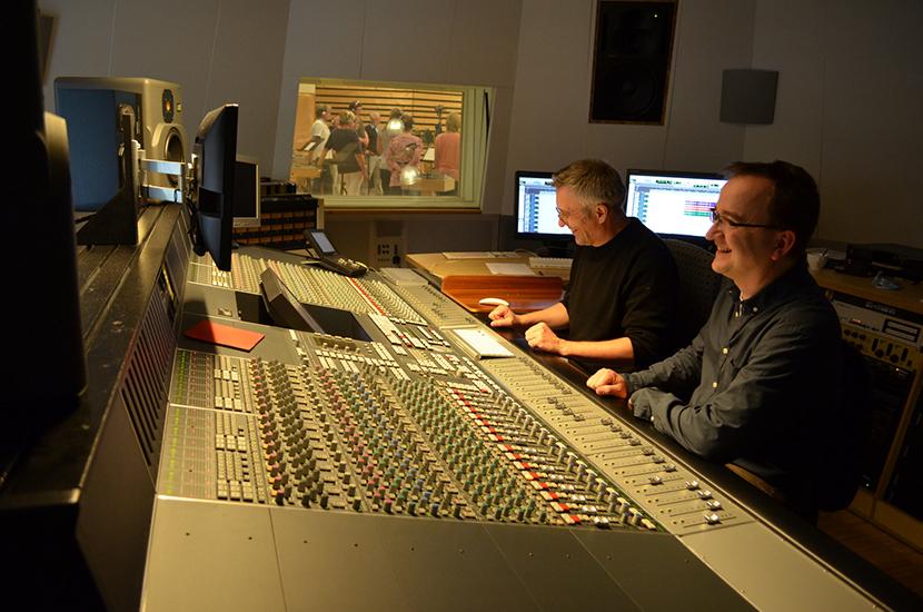 Soundtechniker Roland Häring mit Matthias Lange im Streetlife Studio